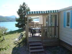 Mobile-home Riviera <em>overlooking the lake</em>