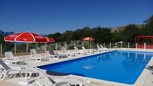 Zwembad camping de nautische rand van het meer serre-ponçon
