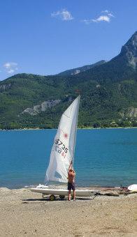 Planche à voil sur le lac de serre-ponçon
